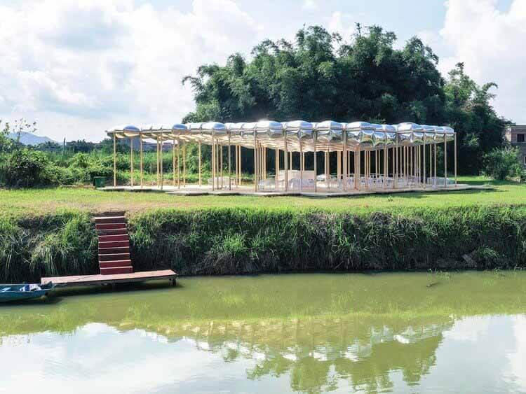 Чайный альков Гулао / Aether Architects, западный вид на воду.  Изображение © Racol Creative