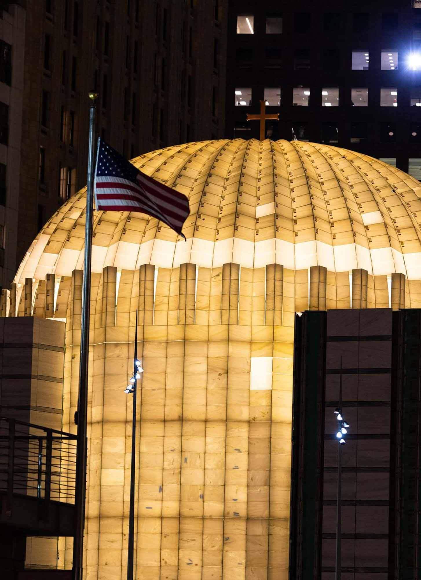 Церковь Всемирного торгового центра Сантьяго Калатравы освещена впервые