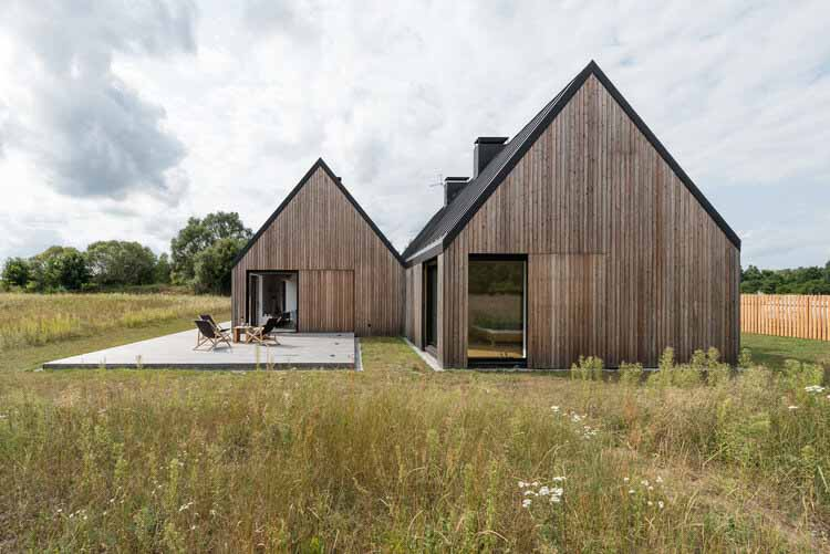 Деревянный дом на лугу / Ultra Architects, © Przemysław Turlej