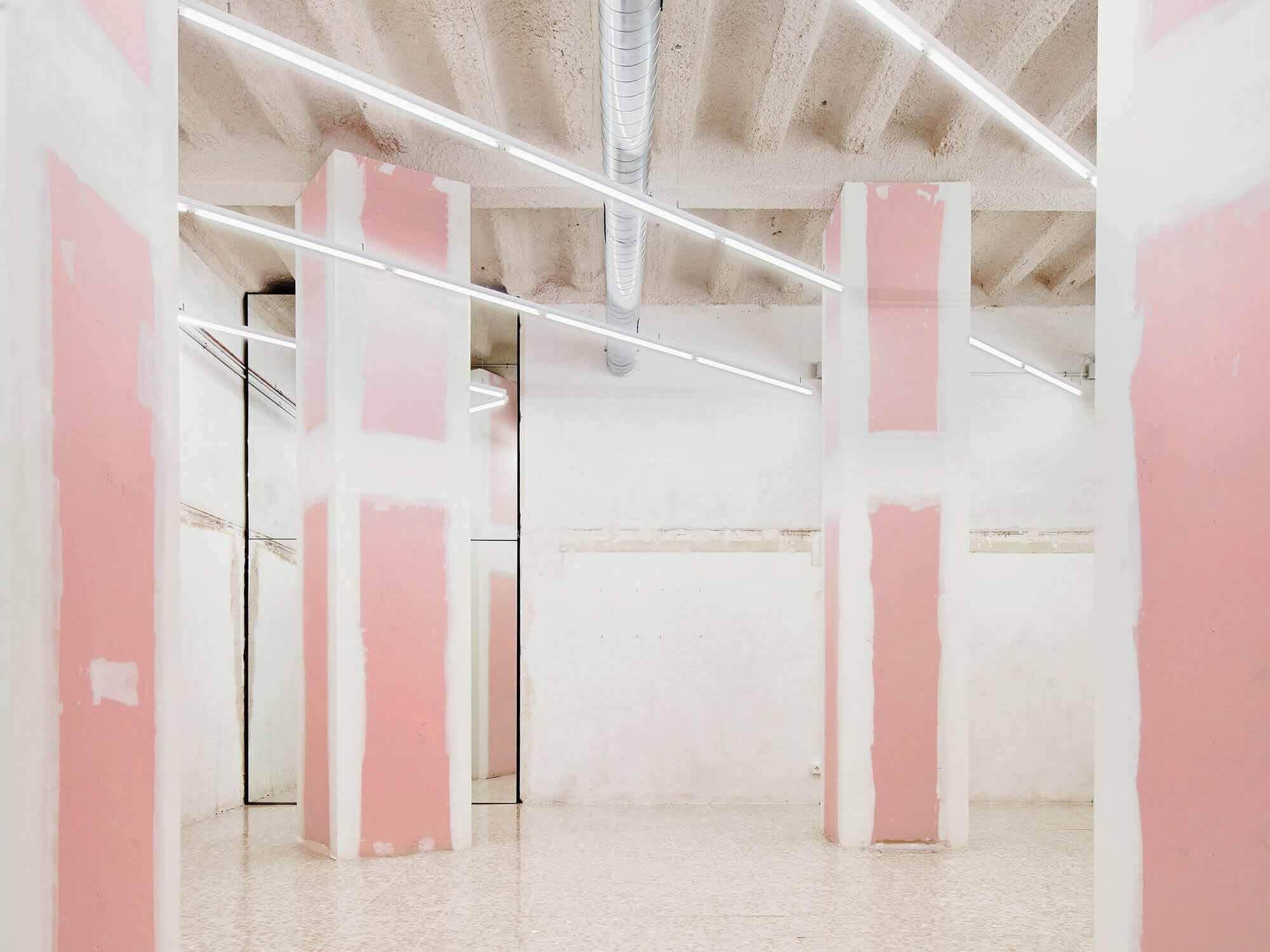 Художественная галерея в Барселоне / MAIO