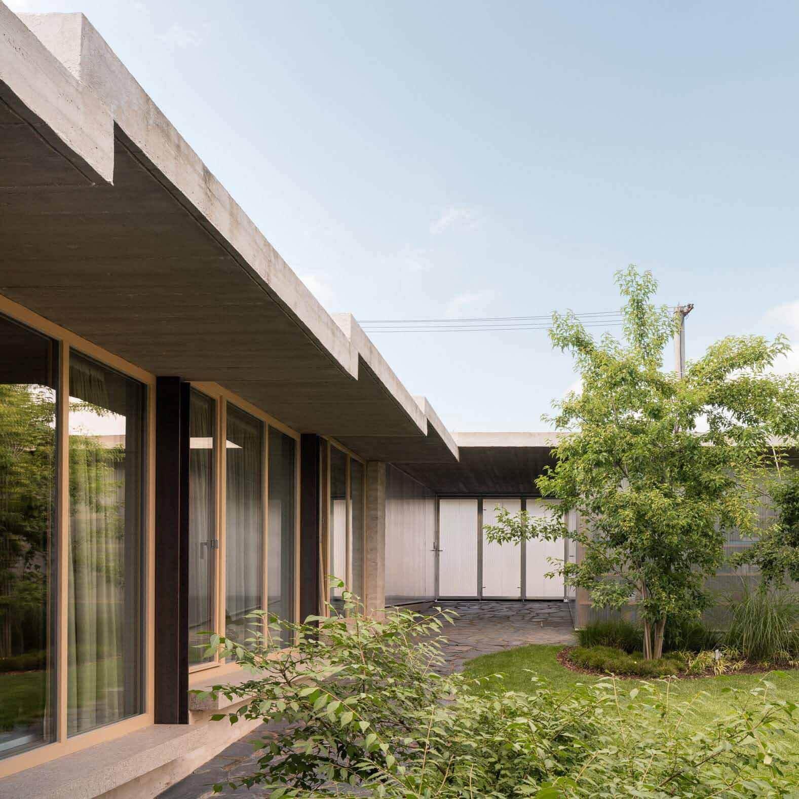 Мартин Неруда включает «секретный сад» в доме в Ланшкроуне.