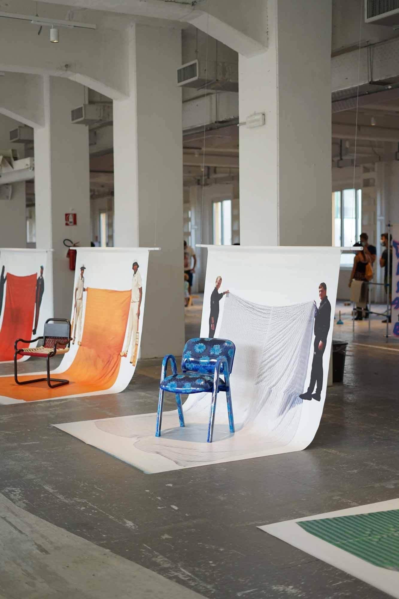 Маттео Гуарначча создает стулья в соответствии с привычками сидения в восьми странах
