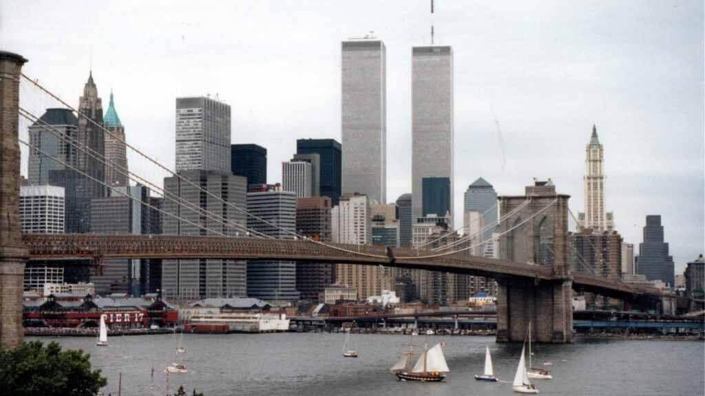 Минору Ямасаки сконструировал Всемирный торговый центр как «маяк демократии»