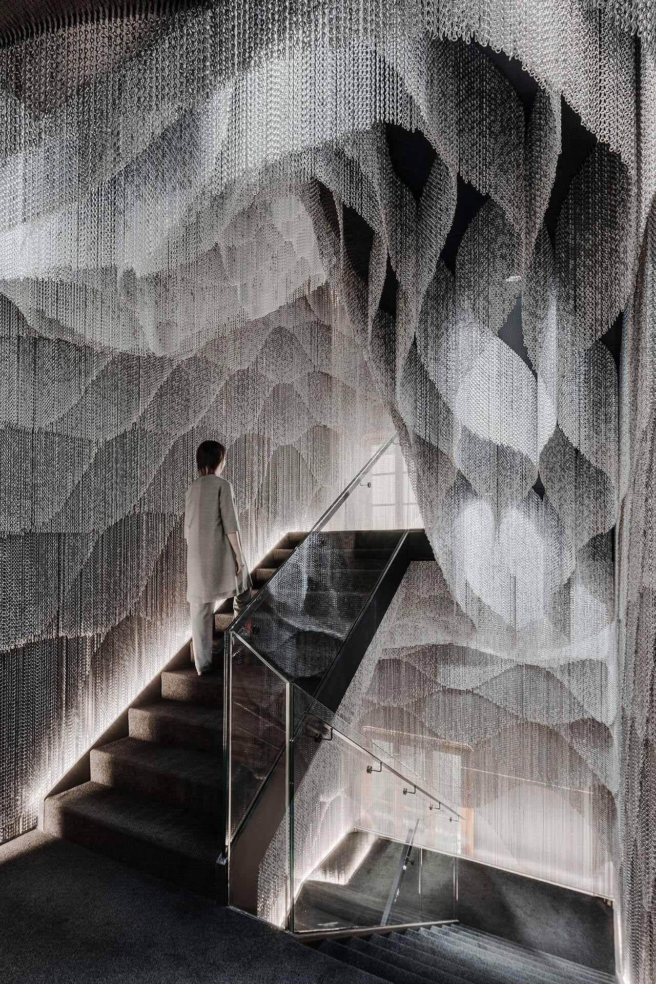 Новый интерьер лестницы и атриума дома Бальо / Kengo Kuma & Associates
