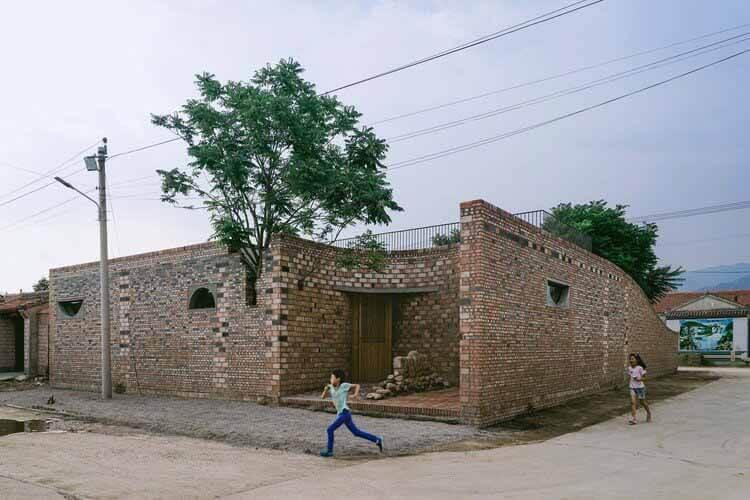 Обнимая руины / Чудо-архитектор, внешний вид проекта.  Изображение © Юмэн Чжу