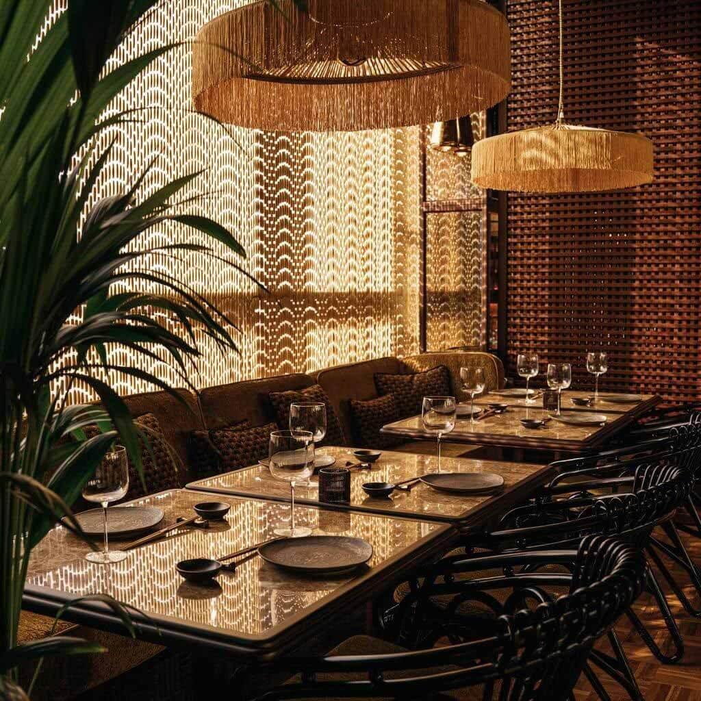 Пираджан Лис транслирует японию 1920-х годов в изысканном интерьере ресторана в Дубае