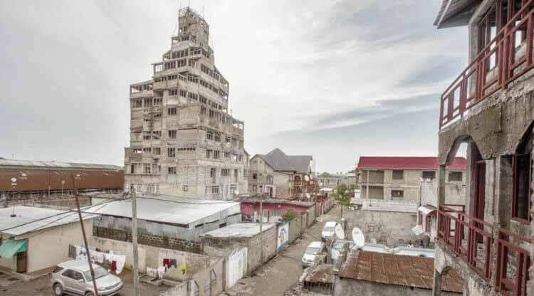 Путеводитель по архитектуре Африки к югу от Сахары: изучение архитектуры Банги и Киншасы, © Twenty Nine Studio and Production