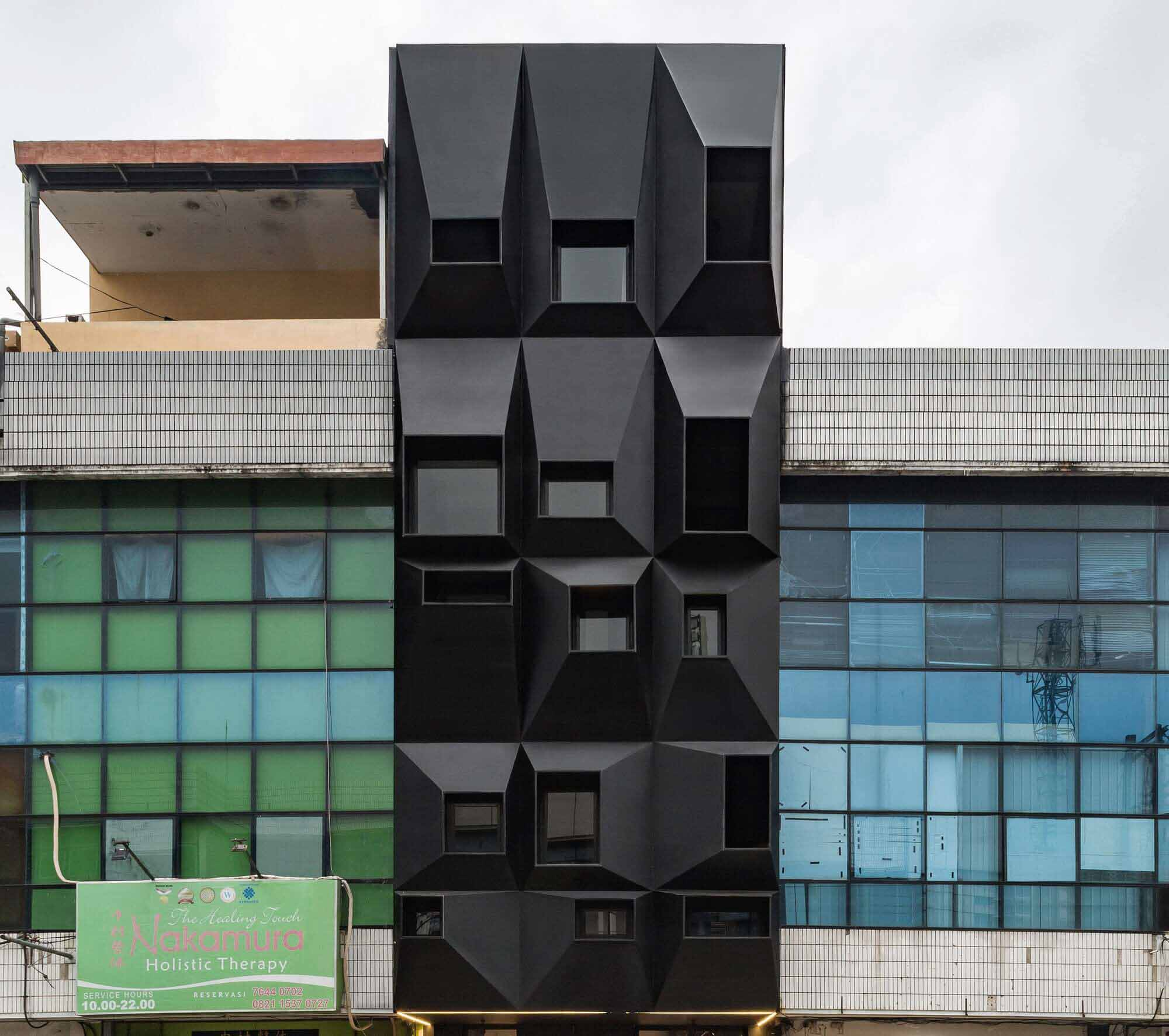 QUB Rooms / Tamara Wibowo Architects