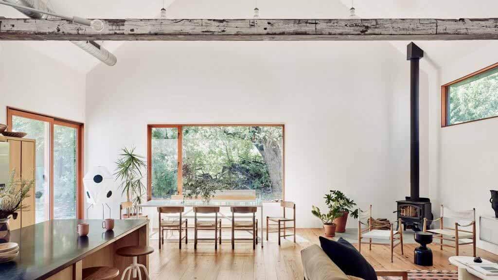 Side Angle Side создает остроконечный дом в Остине для Кейси Данн
