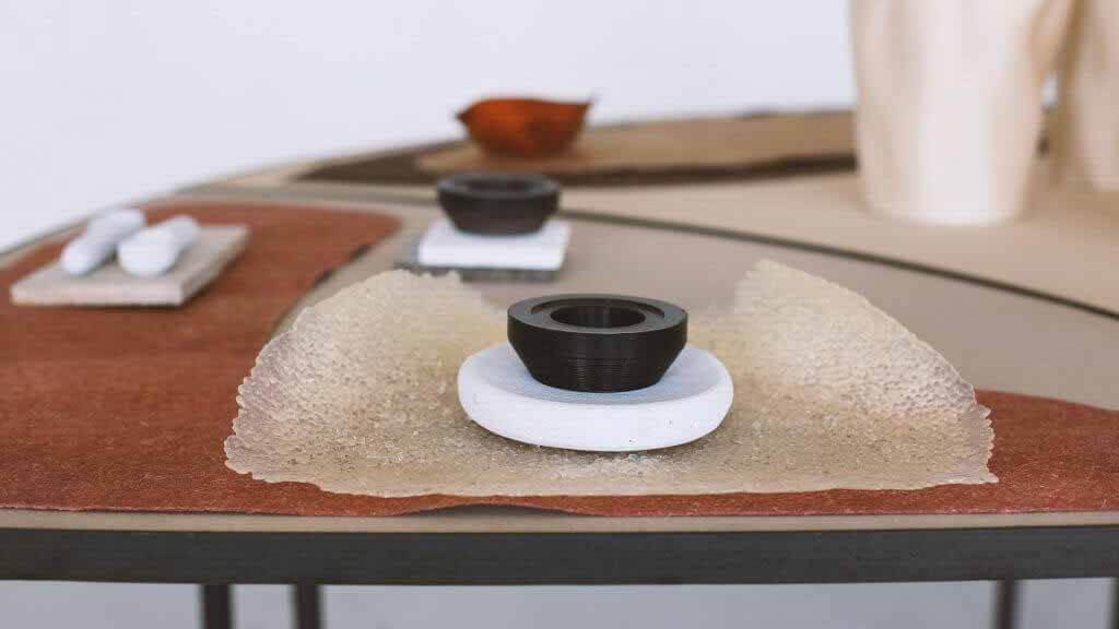 Studio.traccia демонстрирует стол для пищевых отходов и посуду на миланской неделе дизайна