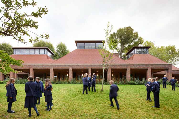Столовая школы Ibstock Place / Maccreanor Lavington Architects, © Джек Хобхаус