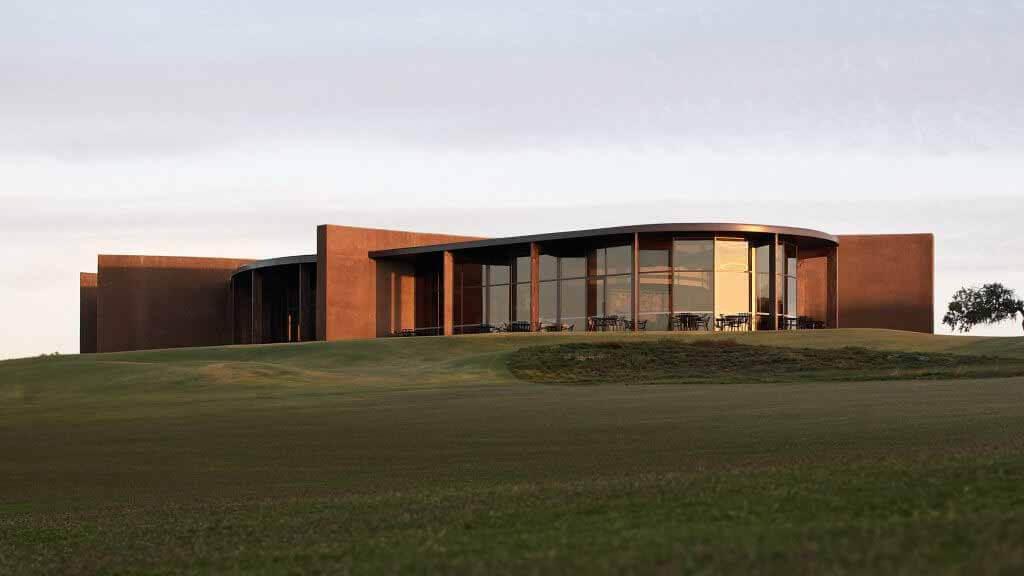 Wood Marsh встраивает гольф-клуб Lonsdale Links в прибрежный ландшафт