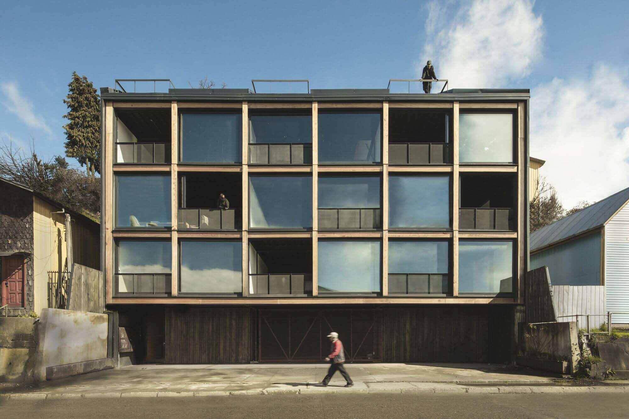 Estación Building / Ortuzar Gebauer Arquitectos