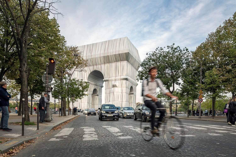 Андреас Руби, директор Швейцарского архитектурного музея, делится своими мыслями о Триумфальной арке Христо.