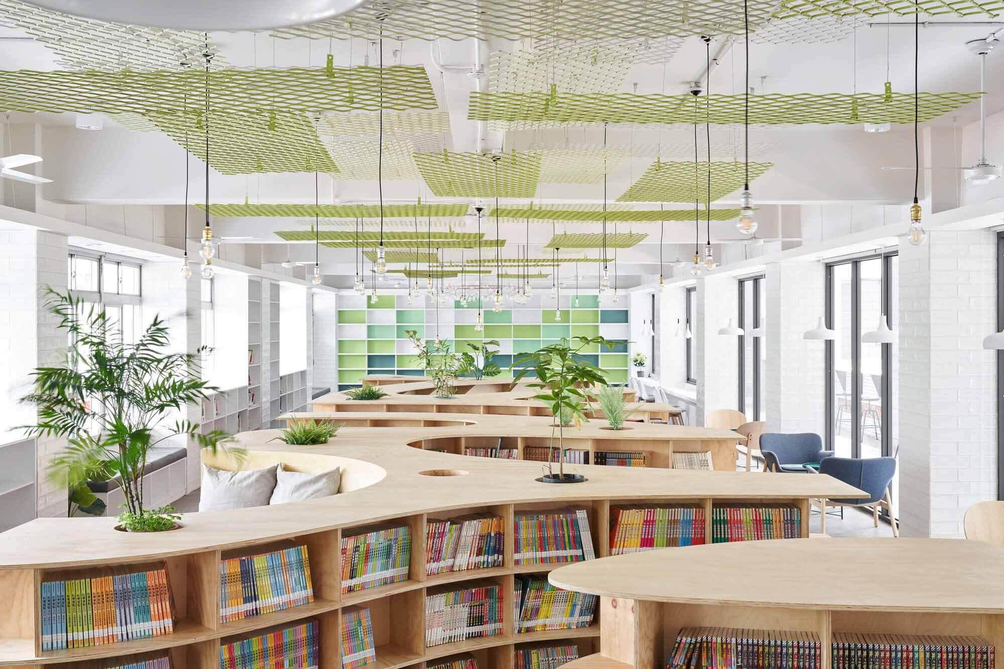 Библиотека начальной школы имени Лишина / TALI DESIGN