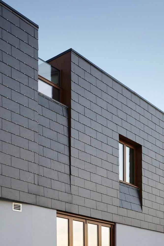 Прочность и эстетичность фасадов из шифера в 5 проектах