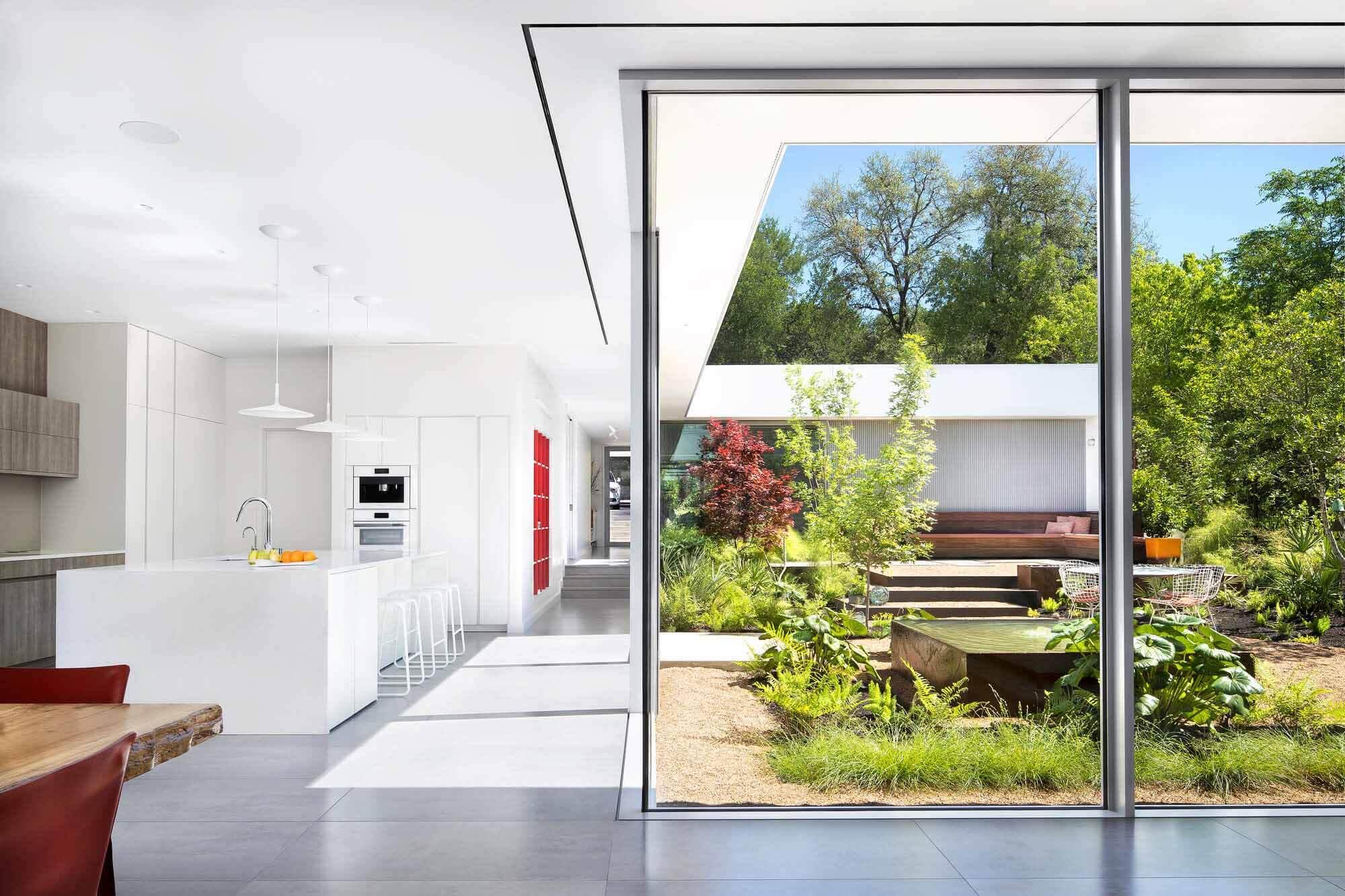 Five Yard House / Miró Rivera Architects
