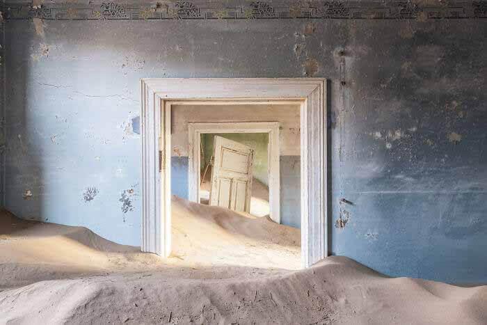 Фотограф Ромен Вейон запечатлел, как бы выглядели здания, если бы люди исчезли