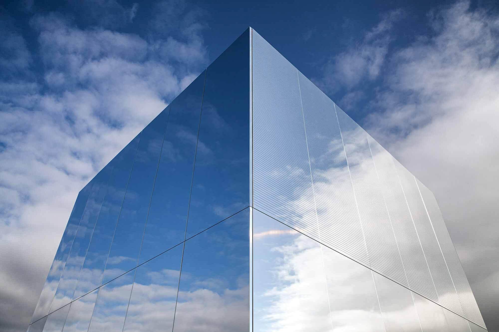 Когда дизайн сочетается с функциональностью в фасаде: высокотехнологичные алюминиевые поверхности