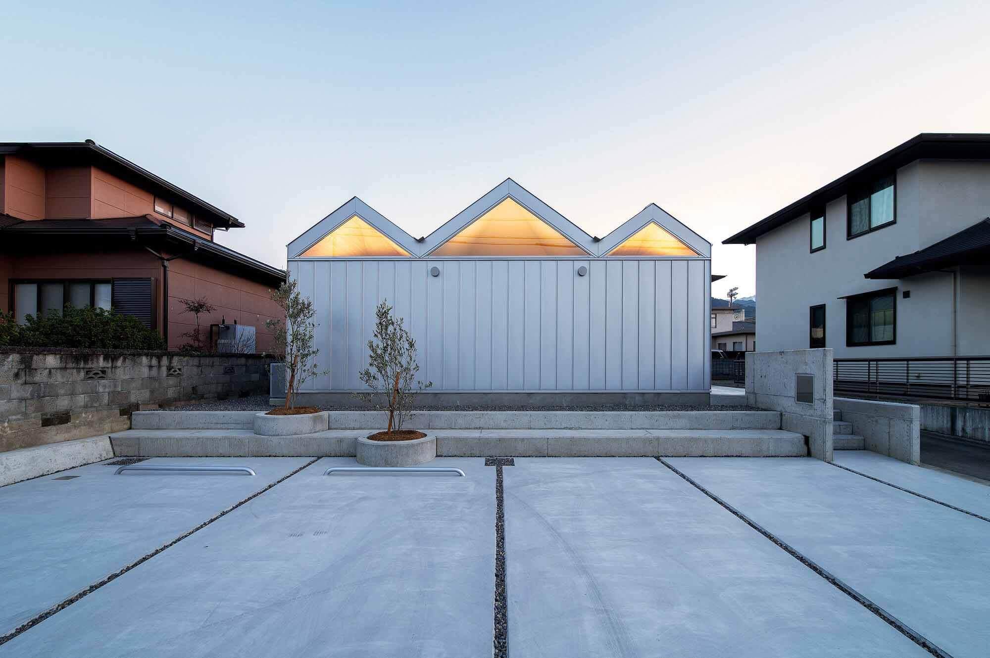 Дом шести осветленных потолков / Yusuke Ando Architects