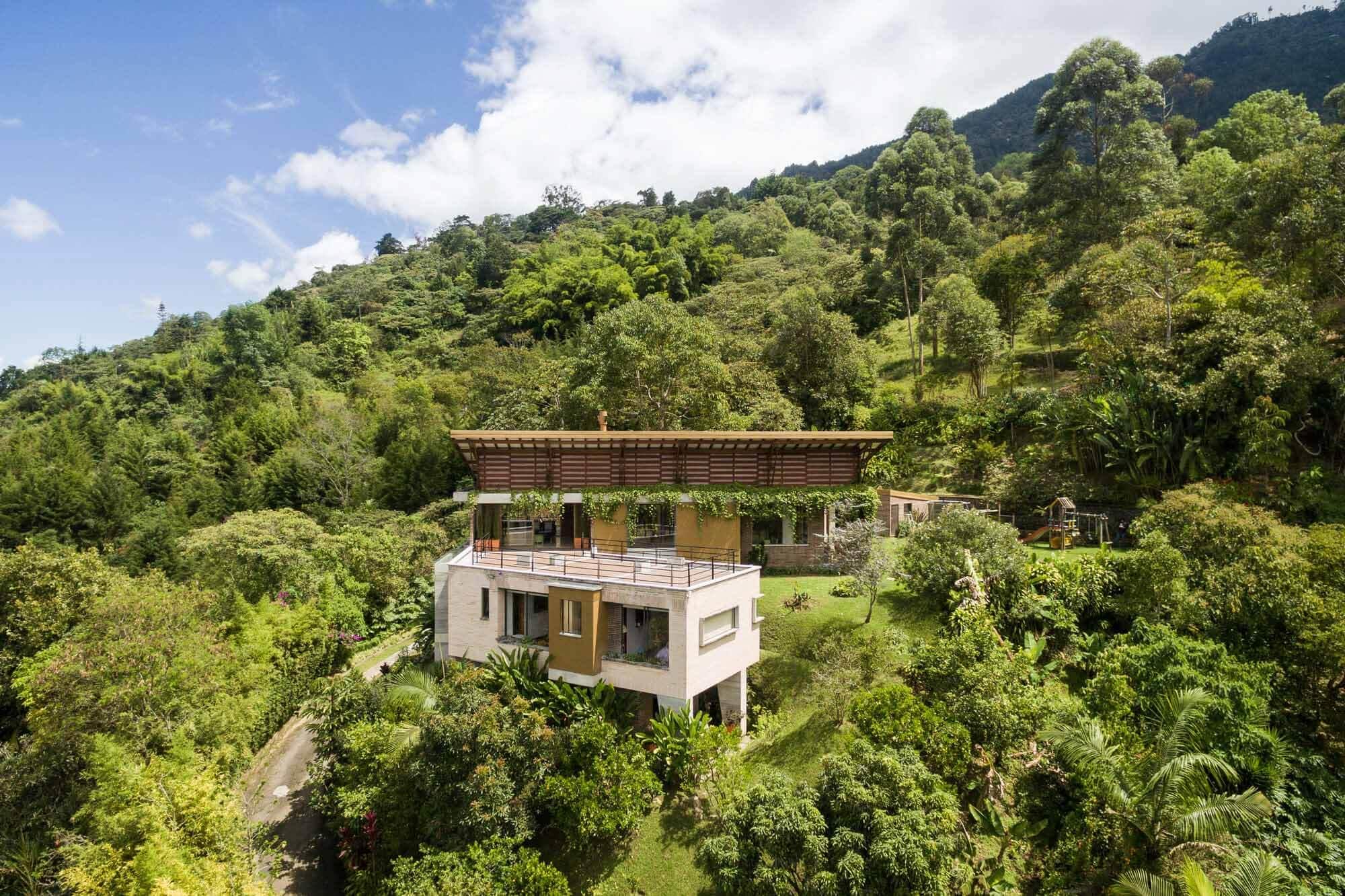 Дом Эль-Альмендраль / ALSE Taller de Arquitectura + Luz Marina Restrepo Pérez