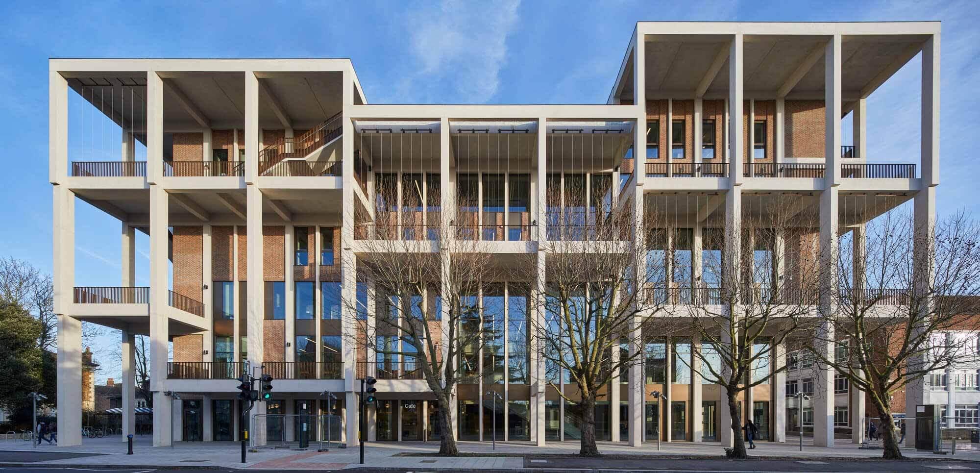 Таунхаус Кингстонского университета, спроектированный Grafton Architects, получил премию RIBA Stirling 2021 года