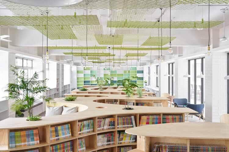 Библиотека начальной школы имени Лишина / TALI DESIGN, © Hey!  Сыр