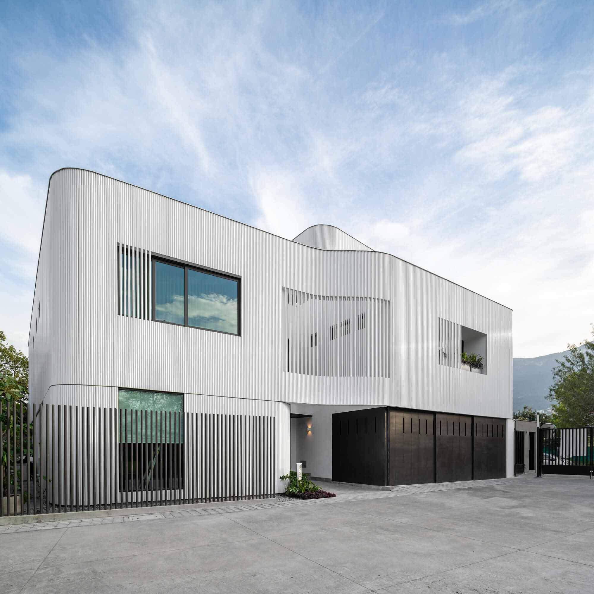 Casa Ferrum / Miró Rivera Architects + Ibarra Aragón Arquitectura