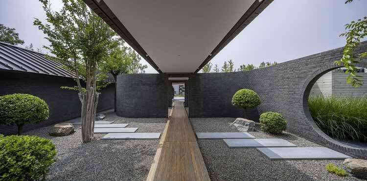 Облачный Арт Центр / ТЕМП, кирпичный сад.  Изображение © Weiqi Jin