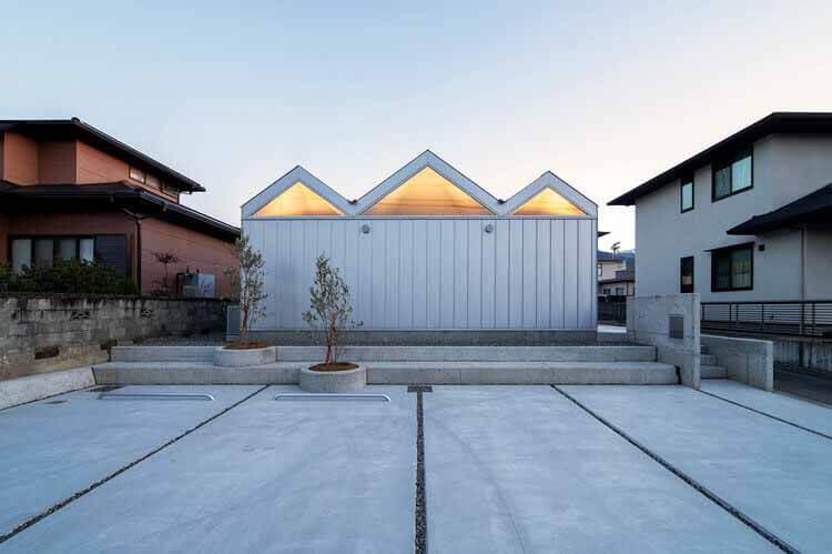 Дом с шестью освещенными потолками / Yusuke Ando Architects, © Taisuke Tsurui