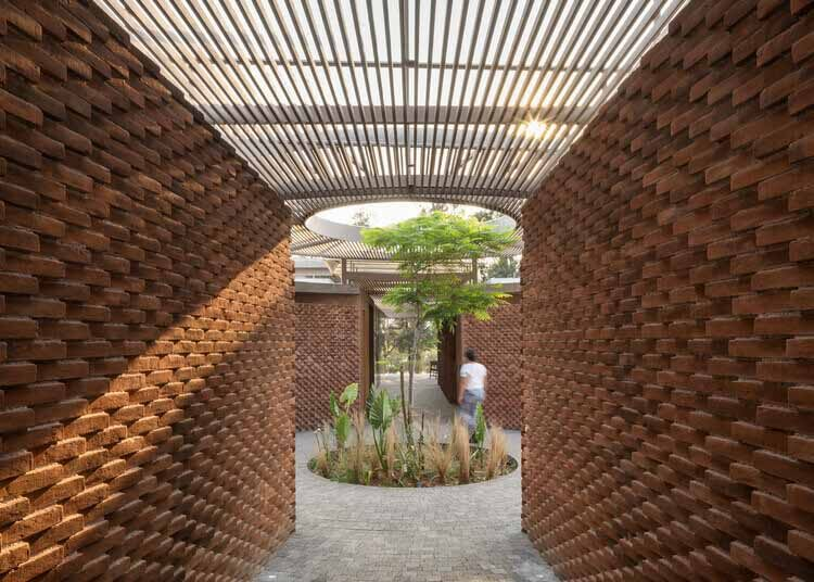Глина или бетон, сплошной или пустотелый: различные типы кирпича и их применение, UC House / Даниэла Бусио Систос // Taller de Arquitectura y Diseño.  Изображение © датчанин Алонсо