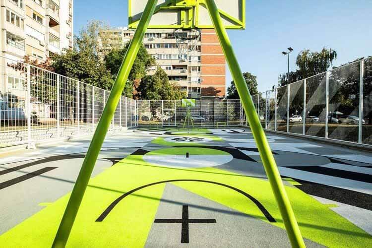 Новая баскетбольная площадка Nike в Белграде, предназначенная для модернизации, © Растко Шурдич