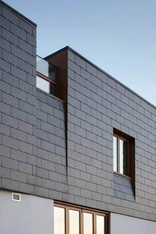 Прочность и эстетичность фасадов из шифера в 5 проектах, Split House / Alma-nac.  Изображение © Джек Хобхаус