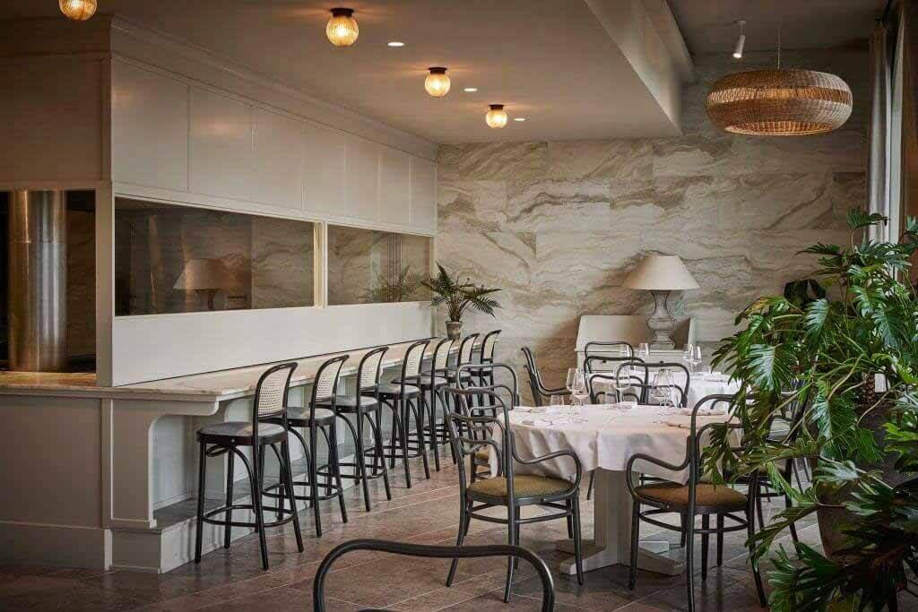 Space Copenhagen проектирует ресторан Esmée с интерьером, наполненным растениями