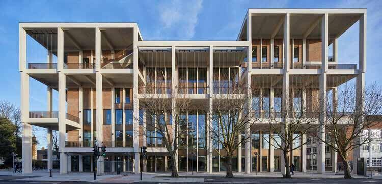 Таунхаус Кингстонского университета, спроектированный Grafton Architects, получил премию RIBA Stirling 2021 года, © Эд Рив